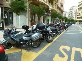 Motorradparkplatz in San Sebastian